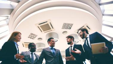 Businesspeople-talking-from-below-IDEAS